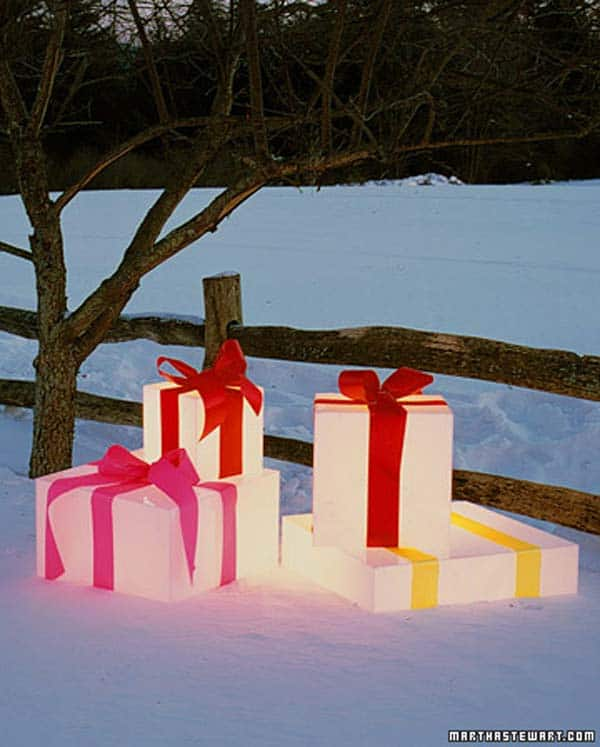 49 Magical Christmas Lightning Ideas to Bring Joy & Light on Your Holidays homesthetics decor (10)