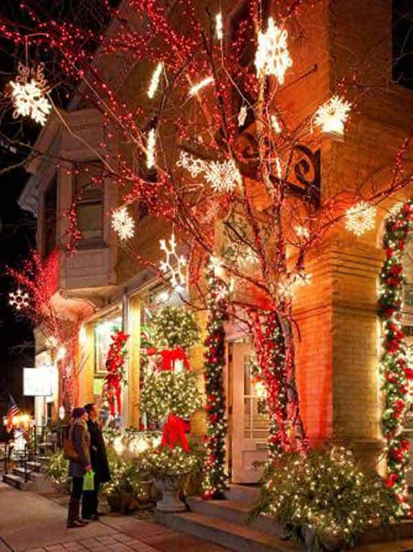 49 Magical Christmas Lightning Ideas to Bring Joy & Light on Your Holidays homesthetics decor (12)