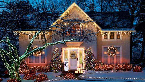 49 Magical Christmas Lightning Ideas to Bring Joy & Light on Your Holidays homesthetics decor (18)