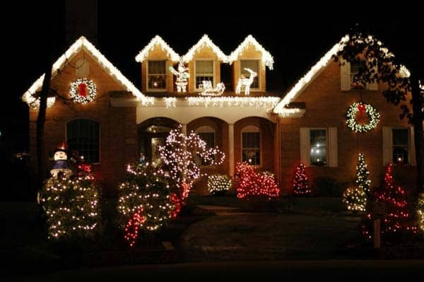 49 Magical Christmas Lightning Ideas to Bring Joy & Light on Your Holidays homesthetics decor (29)