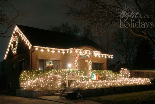 49 Magical Christmas Lightning Ideas to Bring Joy & Light on Your Holidays homesthetics decor (33)