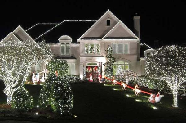 49 Magical Christmas Lightning Ideas to Bring Joy & Light on Your Holidays homesthetics decor (34)