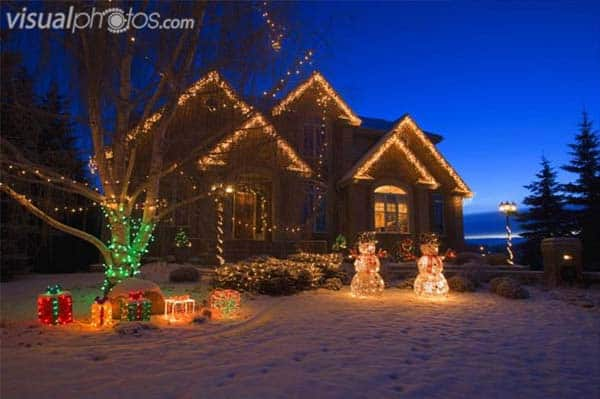 49 Magical Christmas Lightning Ideas to Bring Joy & Light on Your Holidays homesthetics decor (39)