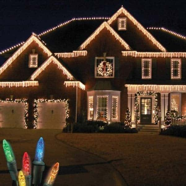 49 Magical Christmas Lightning Ideas to Bring Joy & Light on Your Holidays homesthetics decor (9)