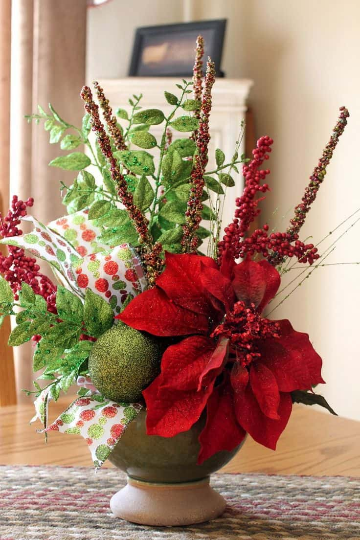 Christmas Centerpieces That Will Embellish Your Dining Room Decor For The Holidays (12)