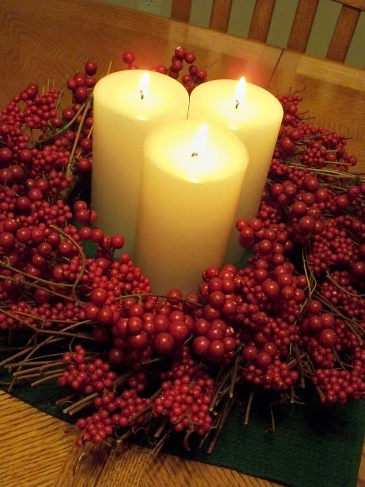 Christmas Centerpieces That Will Embellish Your Dining Room Decor For The Holidays (16)