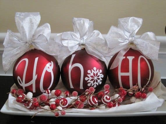 Christmas Centerpieces That Will Embellish Your Dining Room Decor For The Holidays (18)