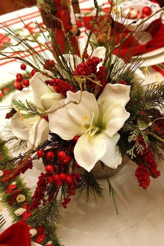 Christmas Centerpieces That Will Embellish Your Dining Room Decor For The Holidays (3)