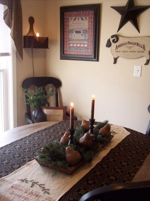 Christmas Centerpieces That Will Embellish Your Dining Room Decor For The Holidays (7)