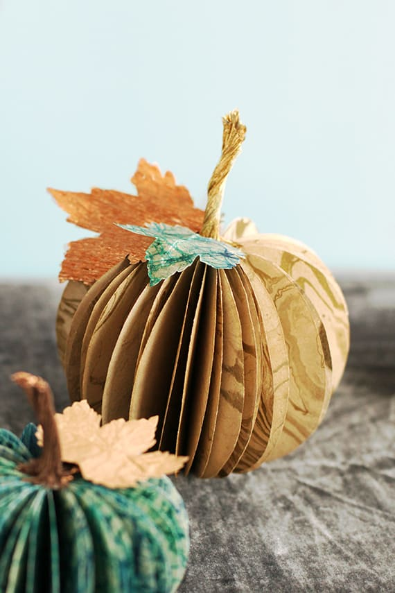 11. DIY PAPER CRAFTS TUTORIALS - PAPER PUMPKIN CENTERPIECE
