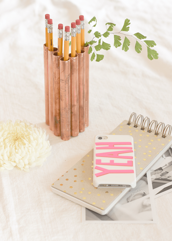 STORE YOUR PENCILS IN THIS DIY COPPER PIPE PENCIL HOLDER