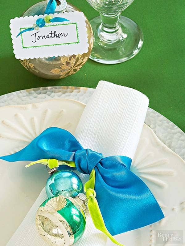 17 Super Delicate Napkin Ideas For Your Christmas Table Setting homesthetics decor (17)