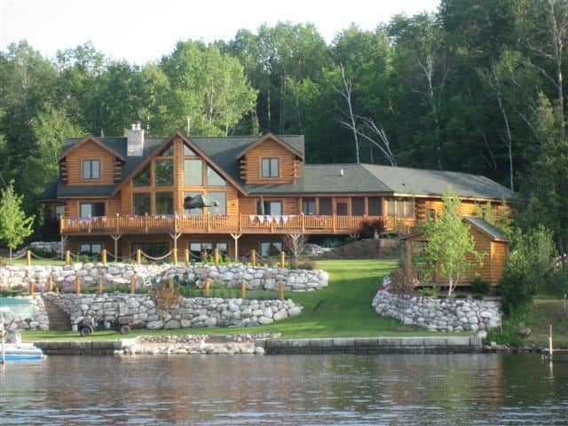 18 Lake Houses That Will Make You Reconsider Moving To The Country (10)