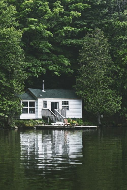 18 Lake Houses That Will Make You Reconsider Moving To The Country (16)