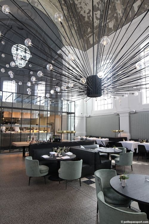 25 Interestingly Stylish Restaurant Ideas You Can Steal To Create A Fascinating And Popular Eatery (1)