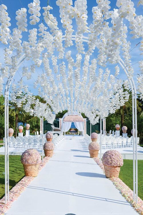 26 Stunningly Beautiful Decor Ideas For Indoor And Outdoor Weddings 2