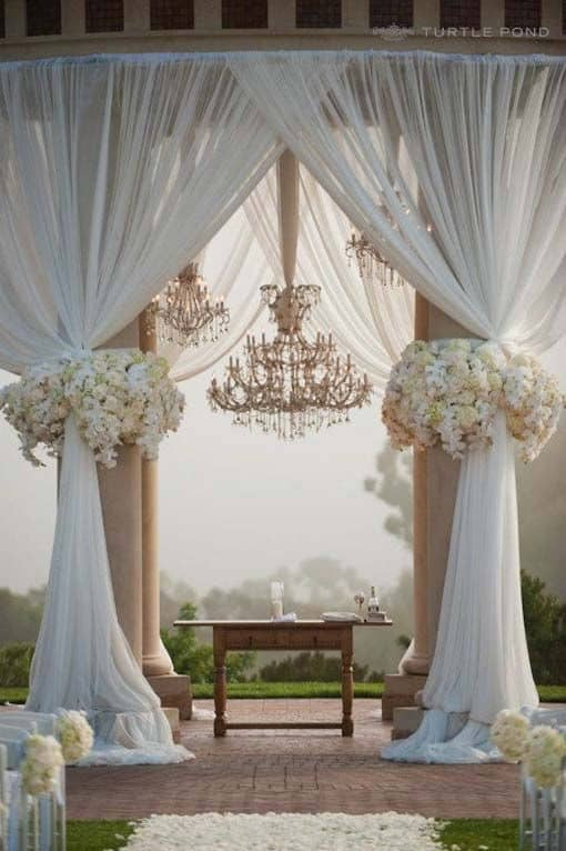 23 stunningly beautiful decor ideas for the most breathtaking indoor 26 stunningly beautiful decor ideas for the most captivating indoor and outdoor wedding 26 junglespirit Gallery