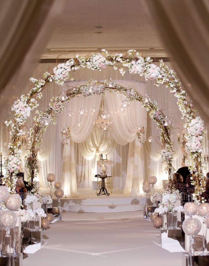 23 stunningly beautiful decor ideas for the most breathtaking indoor 26 stunningly beautiful decor ideas for indoor and outdoor weddings 3 junglespirit Gallery