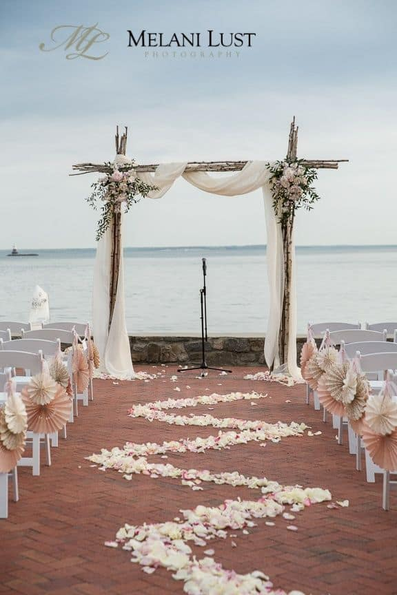 26 Stunningly Beautiful Decor Ideas For Indoor And Outdoor Weddings 9