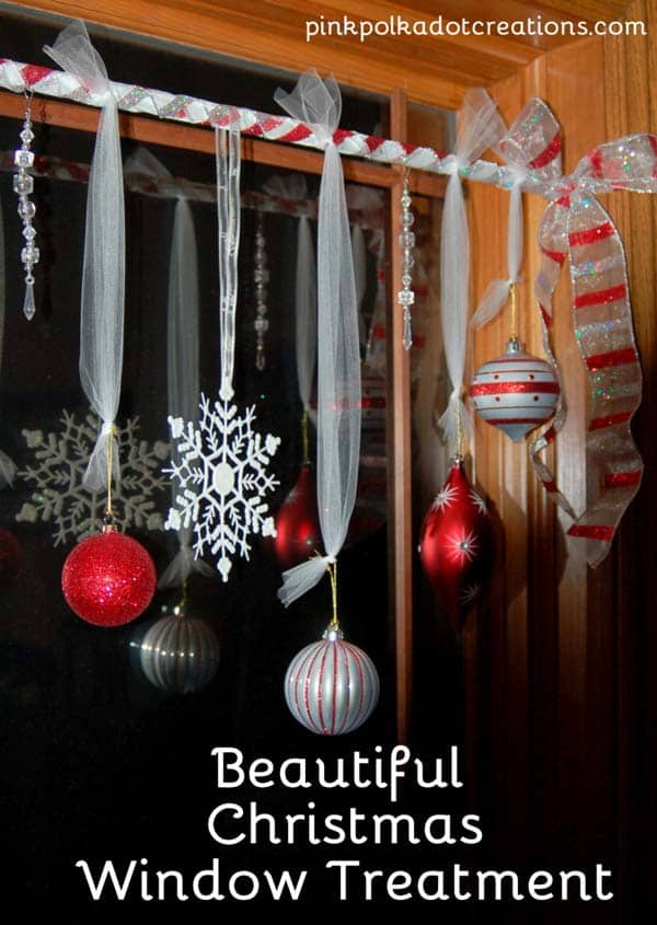 30 Insanely Beautiful Last-Minute Christmas Windows Decorating Ideas homesthetics decor (12)