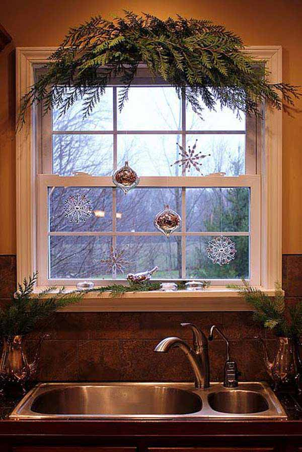 30 Insanely Beautiful Last-Minute Christmas Windows Decorating Ideas homesthetics decor (15)