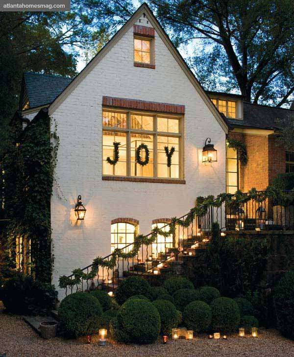 30 Insanely Beautiful Last-Minute Christmas Windows Decorating Ideas homesthetics decor (19)