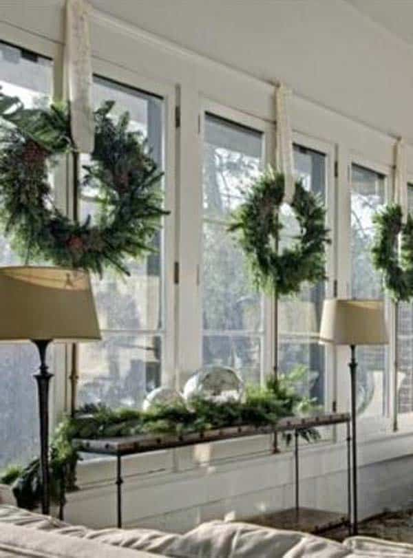30 Insanely Beautiful Last-Minute Christmas Windows Decorating Ideas homesthetics decor (22)