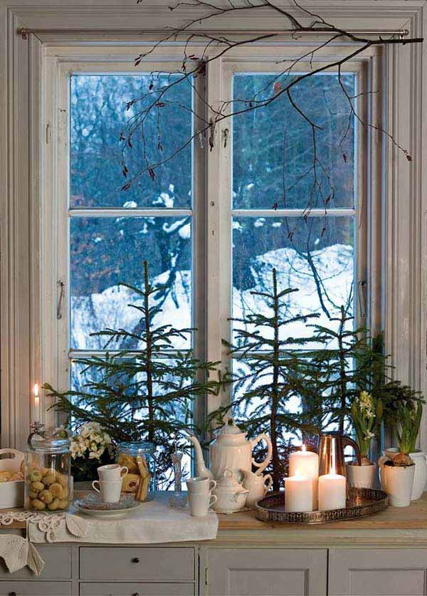 30 Insanely Beautiful Last-Minute Christmas Windows Decorating Ideas homesthetics decor (24)