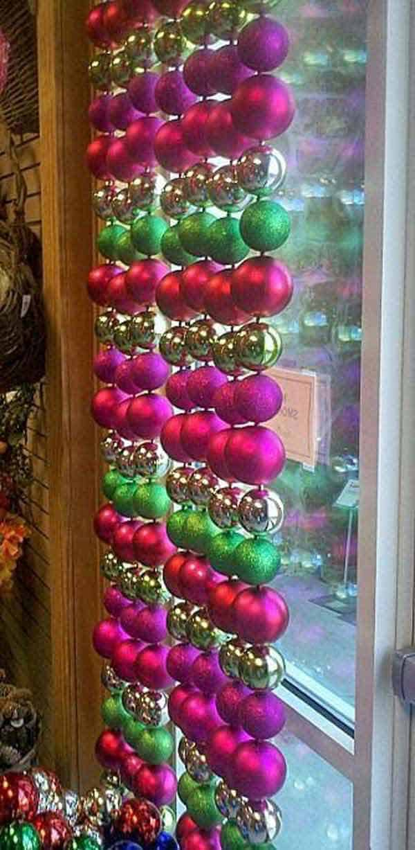 30 Insanely Beautiful Last-Minute Christmas Windows Decorating Ideas homesthetics decor (29)