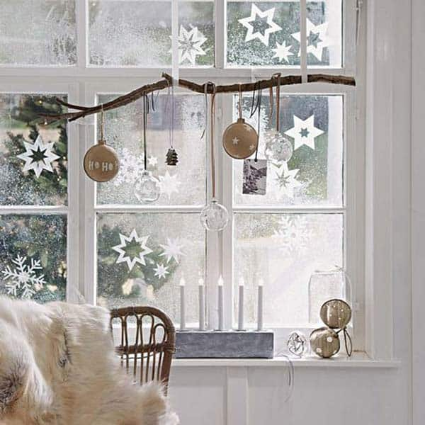 30 Insanely Beautiful Last-Minute Christmas Windows Decorating Ideas homesthetics decor (3)