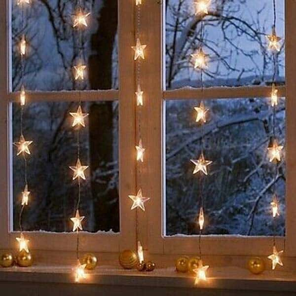 30 Insanely Beautiful Last-Minute Christmas Windows Decorating Ideas homesthetics decor (7)