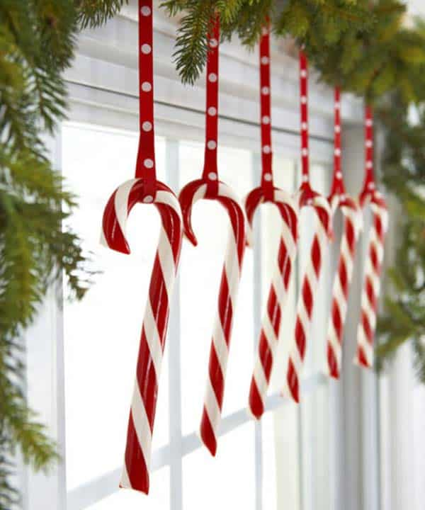 30 Insanely Beautiful Last-Minute Christmas Windows Decorating Ideas homesthetics decor (8)