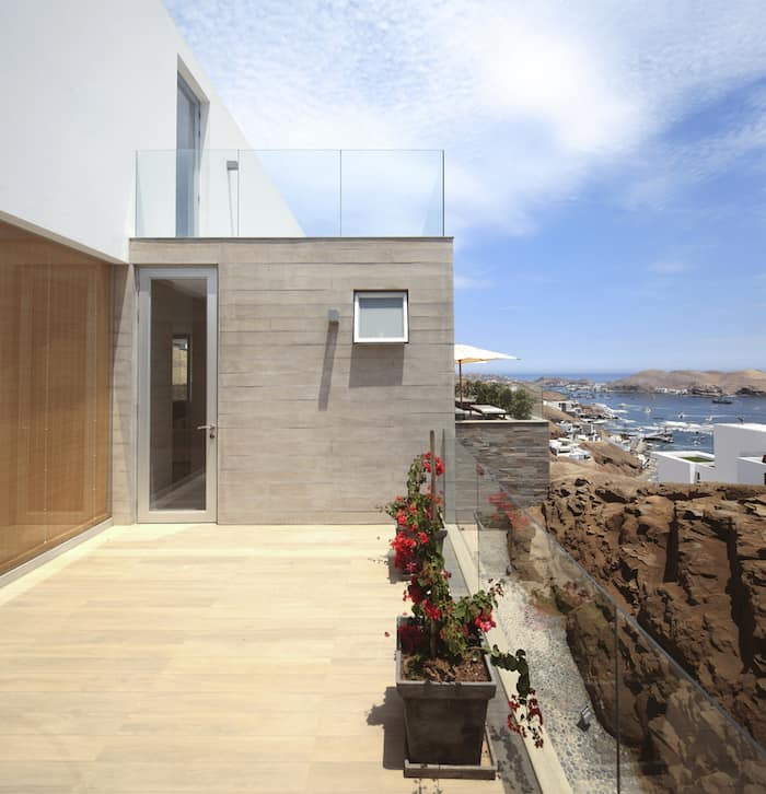 Concrete Home On A Cliff By Domenack Arquitectos in Peru Overlooking the Pacific homesthetics (10)
