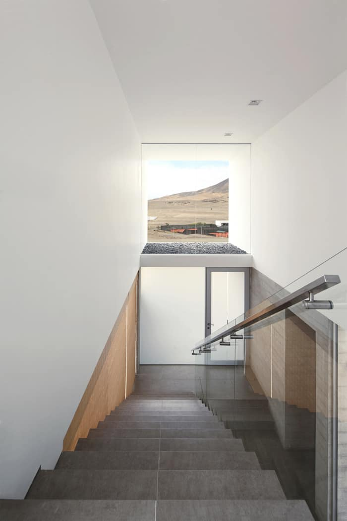 Concrete Home On A Cliff By Domenack Arquitectos in Peru Overlooking the Pacific homesthetics (11)
