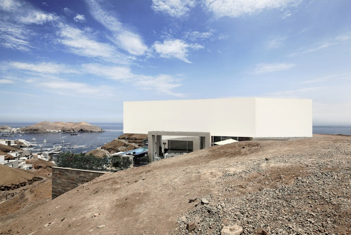 Concrete Home On A Cliff By Domenack Arquitectos in Peru Overlooking the Pacific homesthetics (3)
