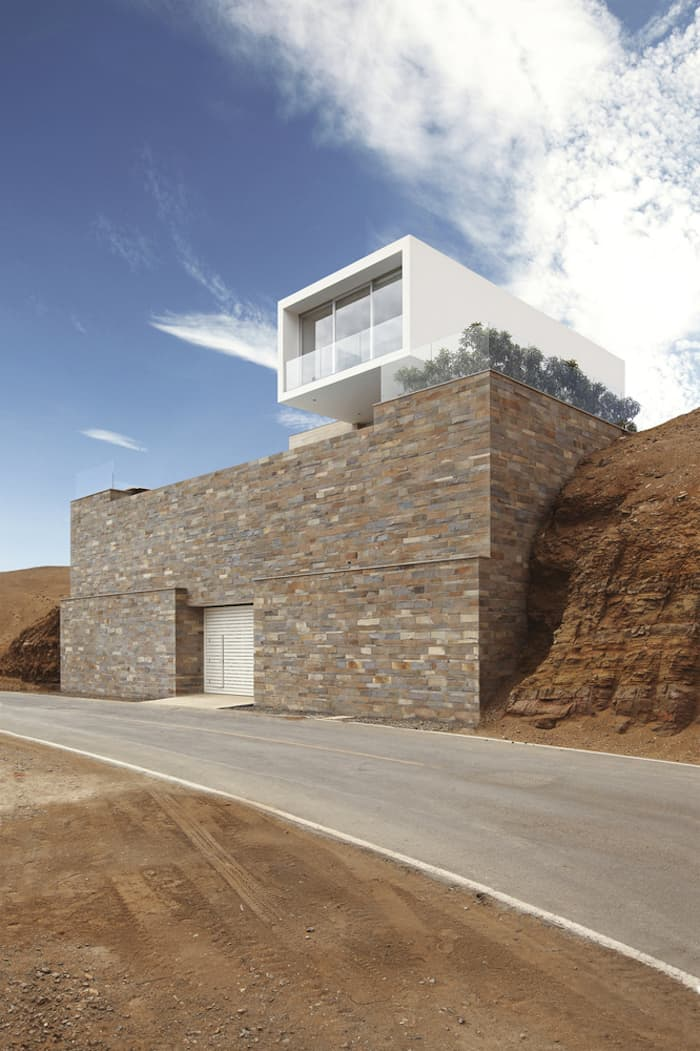 Concrete Home On A Cliff By Domenack Arquitectos in Peru Overlooking the Pacific homesthetics (5)