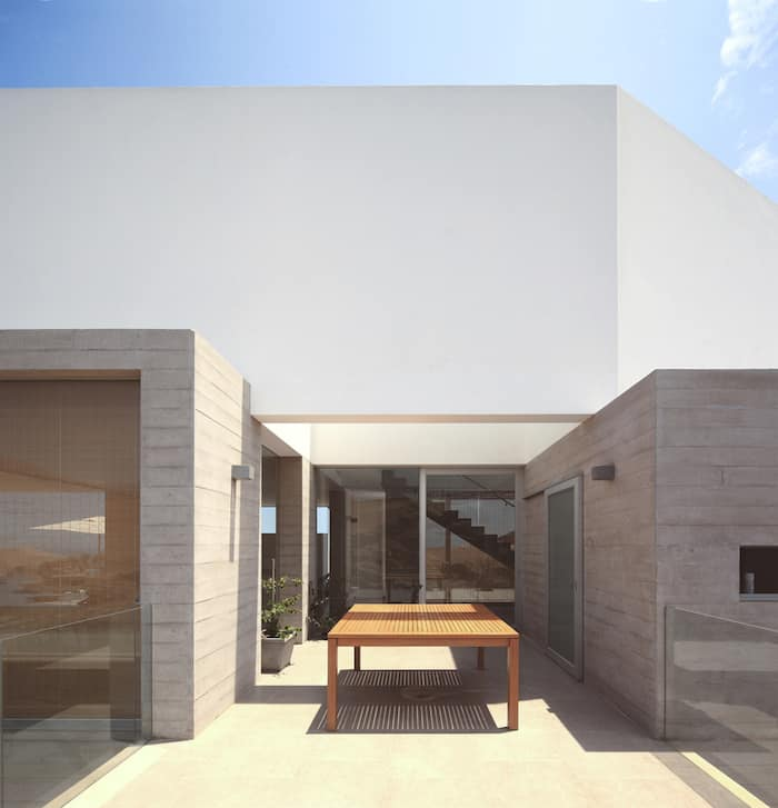 Concrete Home On A Cliff By Domenack Arquitectos in Peru Overlooking the Pacific homesthetics (6)