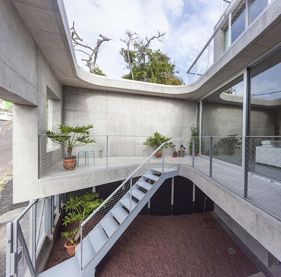 Concrete Home With Interior Courtyard - G House by Esaú Acosta homesthetics (23)