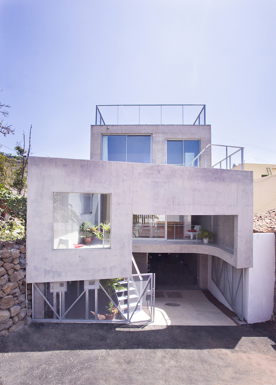 Concrete Home With Interior Courtyard - G House by Esaú Acosta homesthetics (25)