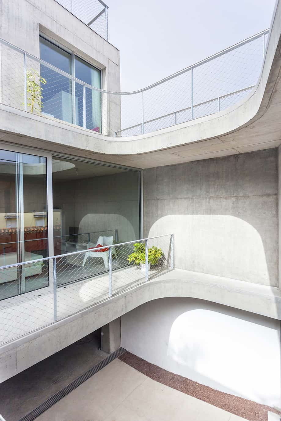 Concrete Home With Interior Courtyard - G House by Esaú Acosta homesthetics (3)
