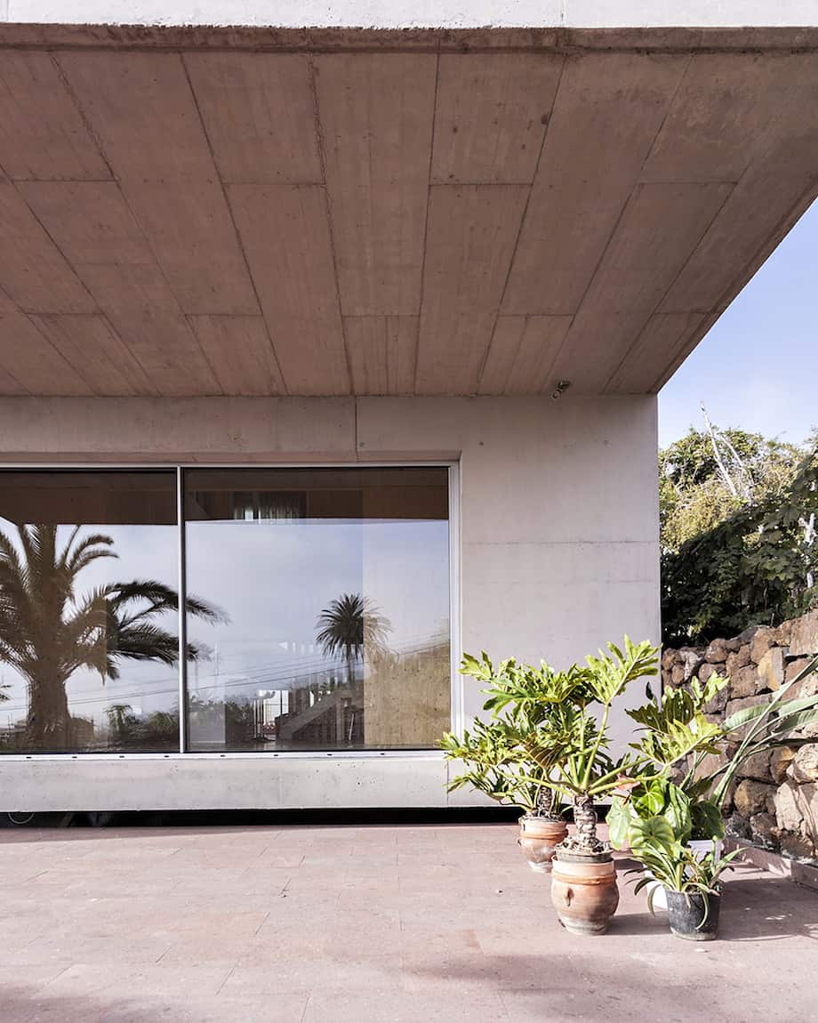 Concrete Home With Interior Courtyard - G House by Esaú Acosta homesthetics (5)