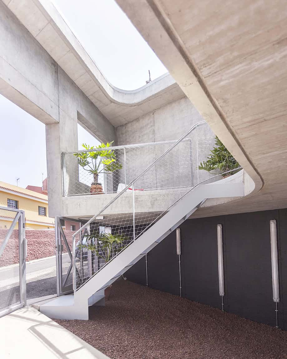 Concrete Home With Interior Courtyard - G House by Esaú Acosta homesthetics (6)