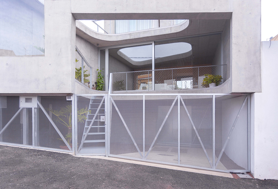 Concrete Home With Interior Courtyard - G House by Esaú Acosta homesthetics (8)