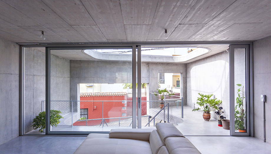 Concrete Home With Interior Courtyard - G House by Esaú Acosta homesthetics (9)