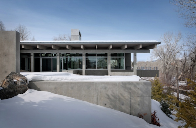 Concrete River House- Mountain Retreat by Suyama Peterson Deguchi homesthetics architecture (1)
