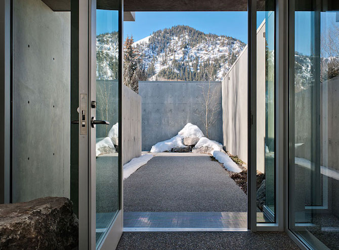 Concrete River House- Mountain Retreat by Suyama Peterson Deguchi homesthetics architecture (3)