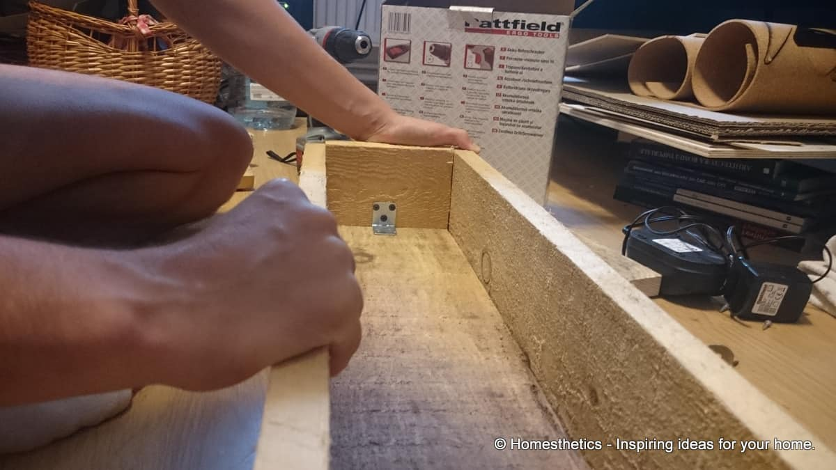 Detailed Tutorial On How to Make DIY Wooden Box Centerpiece For Your Home homesthetics diy crafts (21)