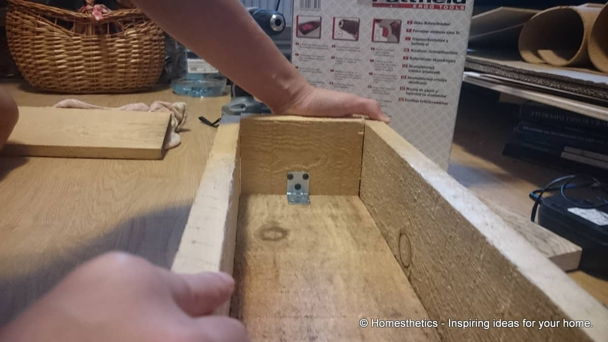 Detailed Tutorial On How to Make DIY Wooden Box Centerpiece For Your Home homesthetics diy crafts (22)