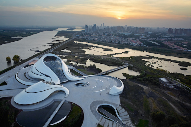 Fascinating Sculptural Sinuous Opera House Envisioned by MAD Architects homesthetics decor (1)