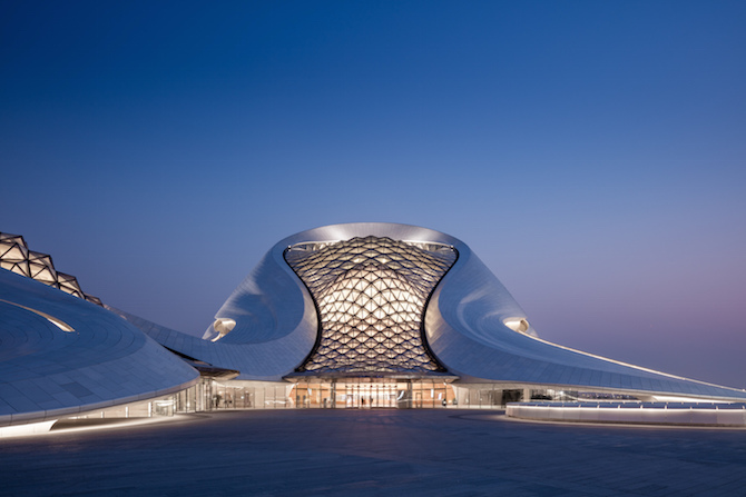 Fascinating Sculptural Sinuous Opera House Envisioned by MAD Architects homesthetics decor (2)